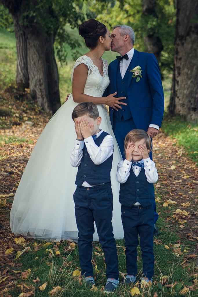 mariage emmanuel amandine-Baisé-couple-enfants